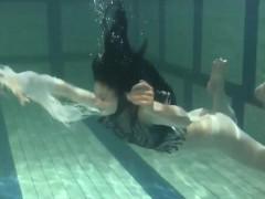 blackhaired-beauty-irina-underwater