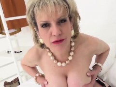 unfaithful-uk-mature-lady-sonia-shows-her-gigantic-breasts85