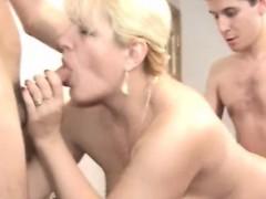 moden-kvinde-unge-fyre-danish-title-not-danish-porn-11