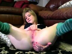babe-valeriahotbb-fingering-herself-on-live-webcam