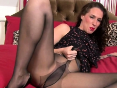 sexy-milf-is-going-solo-in-a-pantyhose