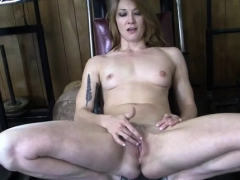 female-bodybuilder-redhead-makes-herself-cum