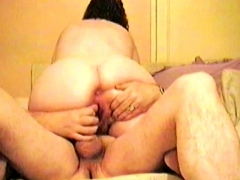 big assed wife gets her pussy plugged