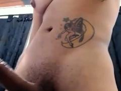 muscular-tranny-shows-her-super-big-cock