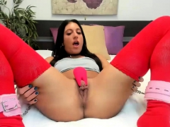 Kinky Babe Shows Pussy