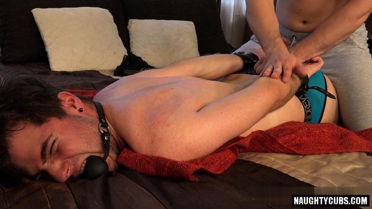 Tvunget big cock porno