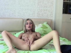beauty-masturbates-on-her-bed