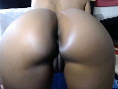bubble-butt-ebony-fucks-creamy-squirty-pussy-in-close-up