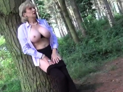 cheating english mature lady sonia shows off her gigantic pu