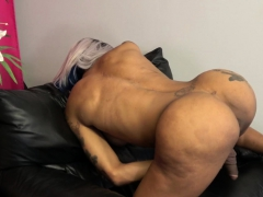 Masturbating Black Tranny Enjoys Twerking