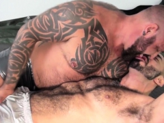 vers-hunk-doggystyled-switching-with-bear