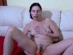 oldnanny-lonely-mom-solo-toying