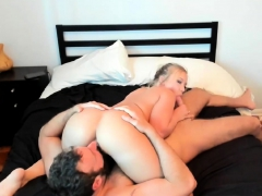 blonde-amateur-gives-blowjob-in-taxi