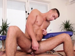Real Gay Muscled Masseur