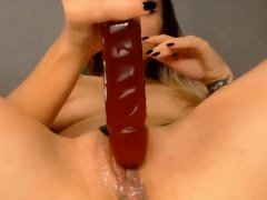 hottest-webcam-babe-fuck-her-two-holes