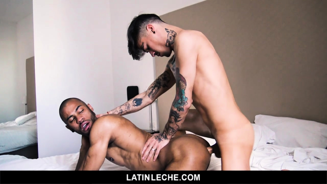 Muscle guy loves cock