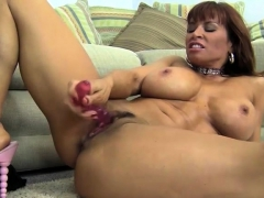 Female Muscle Porn Star Gets Dirty With A Dildo