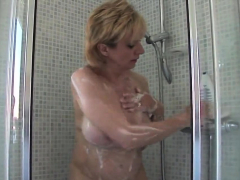 cheating uk mature lady sonia shows off her huge b75vbj
