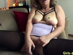 mature-babe-getting-naked-and-masturbating-on-cam