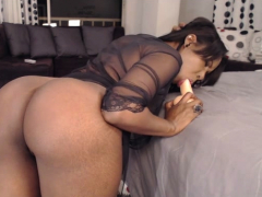sexy-amateur-in-lingerie-has-hot-and-nasty-solo-action