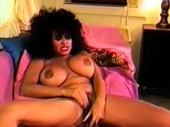 vintage-brazil-milf-masturbating