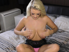 Big Boobs Babe Felicity Shaking Tits Before Downblouse