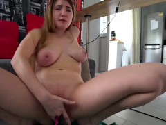 natural camgirl needs to squirt PornCam