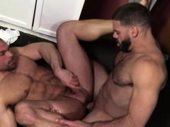 gay-bear-rides-gloryhole