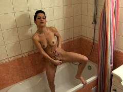 showering-brunette-babe-plays-with-her-snatch