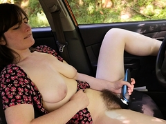 raven-snow-loves-switching-up-where-she-orgasms-the-car