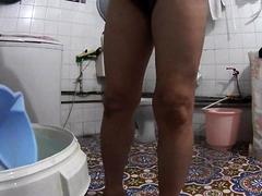 brazilian-mother-spied-in-bathroom