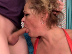 granny-kelly-leigh-sates-her-desires