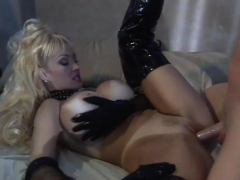 Blonde Vixen Knows How To Bang Properly