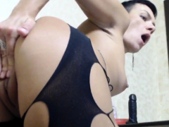 solo-horny-milf-fingering-her-pussy-on-cam
