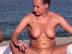 hidden-camera-voyeur-beach-amateurs-nudist-close-up-video