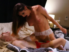 Charlotte and Silvia celebrate with pussy licking
