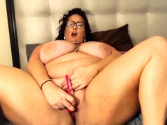 bbw-solo-satisfaction-on-webcam