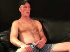 mature-amateur-ralph-jacking-off