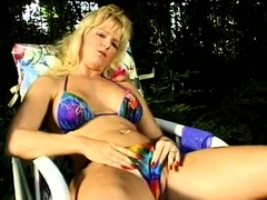 stay-at-home-wifey-masturbates-to-arouse-her-pussy