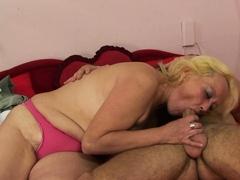 he-picks-up-70-yo-old-blonde-granny-for-sex