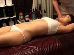 body-massage-in-an-asian-massage