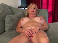 blonde-gilf-sindee-dix-gives-her-old-pussy-a-workout