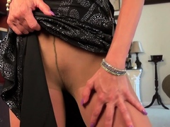 mature-mimi-uses-massage-oil-on-her-nyloned-pussy