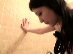 lady-morgana-spit-on-joschi-in-bath