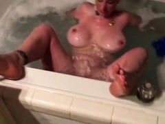 Boltongirl masturbates in the tub