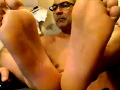Str8 Daddy Shows His Meaty Feet Soles