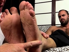 undressed-man-likes-his-gay-lover-sucking-his-toes