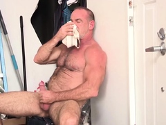 nastydaddy-hairy-hunky-daddy-trace-omalley-jerks-off-solo