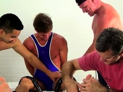 Slutty gay guy sucks and licks toes in foot fetish home play