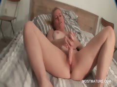 Blonde Mature Pleasing Her Starving Cunt With Dildo
